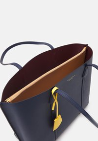 Tory Burch - PERRY TRIPLE COMPARTMENT TOTE - Shopping bag - royal navy - 2
