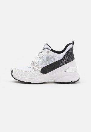 MICKEY TRAINER - Sneaker low - black/white