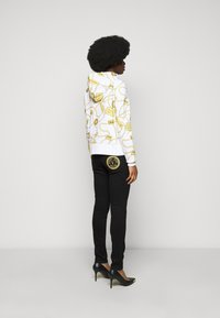 Versace Jeans Couture - Mikina na zip - white - 2
