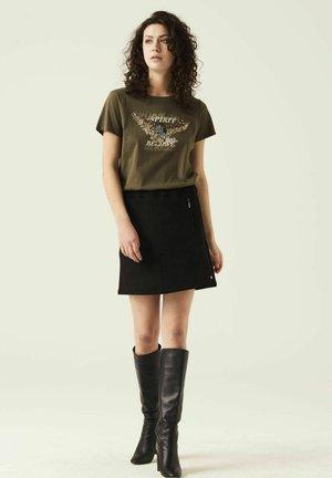 T-shirt print - olive night