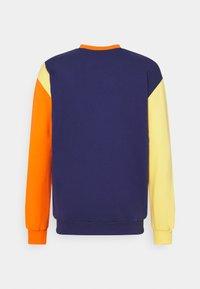 Hummel Hive - UNISEX - Sweatshirt - carrot - 1