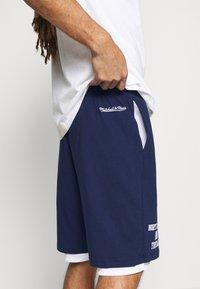 Mitchell & Ness - NORTH CAROLINA SHORT - Sports shorts - navy - 3