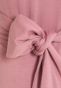9Fashion - HOLLY NEW II - Sukienka etui - grey pink - 5