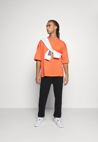 NU-IN - OVERSIZED CREW NECK  - Basic T-shirt - orange - 1