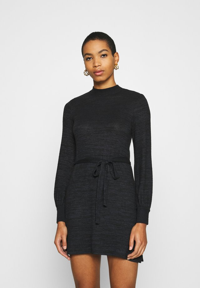 BELTED COZY DRESS - Gebreide jurk - black