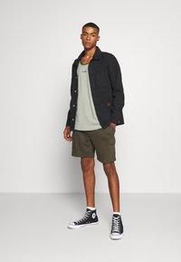 Burton Menswear London - Cargobyxor - khaki - 1