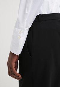 Seidensticker - Komfortable Slim - Button-down blouse - white - 6