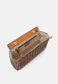Picard - PICNIC - Handbag - cognac - 2