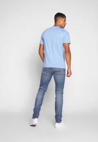 Calvin Klein Jeans - SLIM TAPER - Slim fit jeans - dark blue - 2