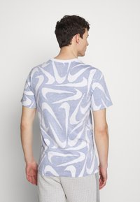 Nike Sportswear - HAND DRAWN TEE - T-shirt med print - deep royal blue/white - 2