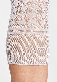 Wolford - DYLAN CAPRI - Leggings - Stockings - white - 3