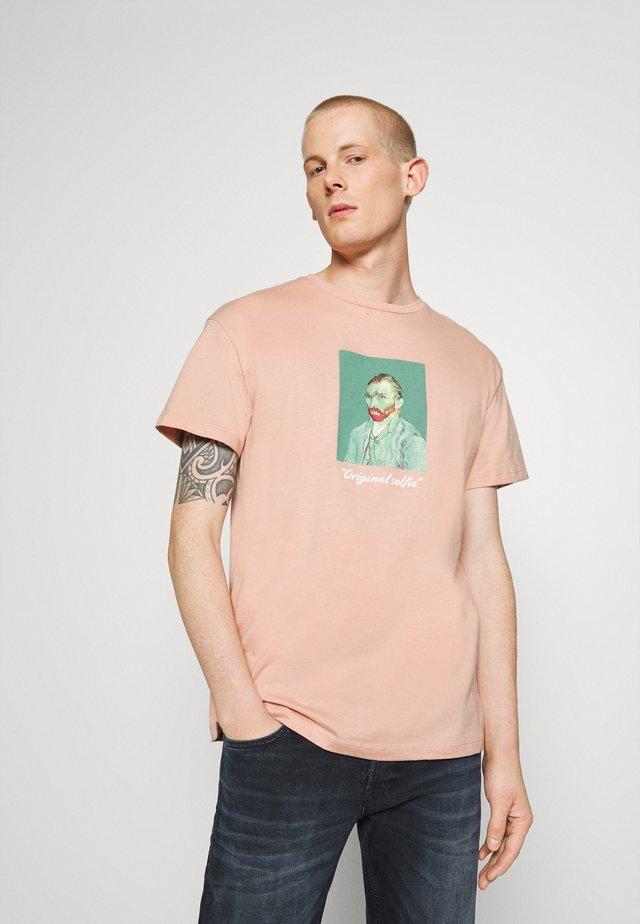 JORART CREW NECK - T-shirt con stampa - misty rose
