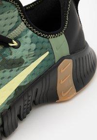 Nike Performance - FREE METCON 3 - Scarpe da fitness - black/limelight/spiral sage - 5