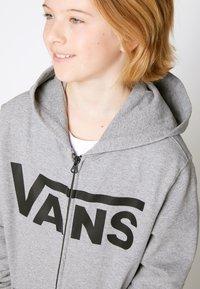 Vans - BY VANS CLASSIC ZIP HOODIE II BOYS - Hoodie met rits - cement heather/black - 4