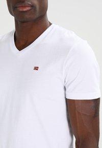 Napapijri - SENOS V - Jednoduché triko - bright white - 3
