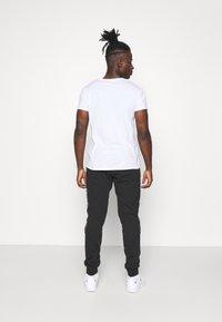 adidas Originals - Spodnie treningowe - black - 2