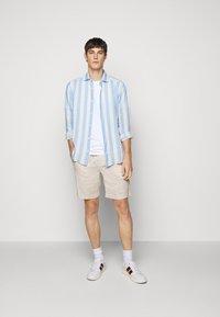 Frescobol Carioca - LINEN STRIPED SHIRT - Košile - light blue/white - 1