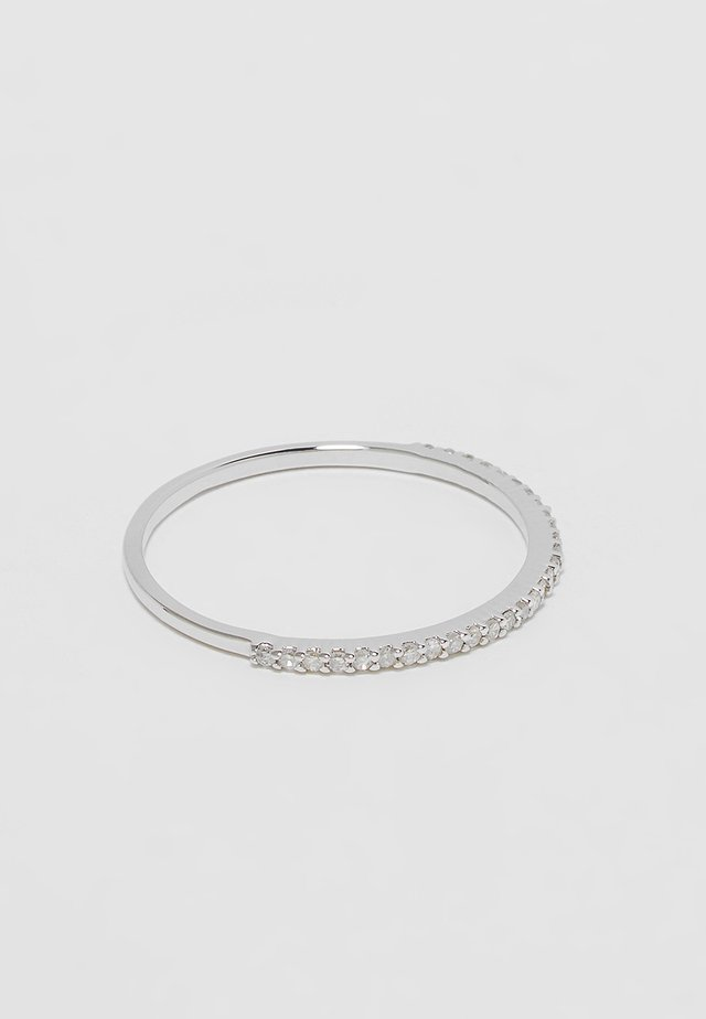 9KT WHITE GOLD 0.11CT CERTIFIED DIAMOND HALF ETERNITY RING HALF ETERNITY RING - Prsten - silver-coloured