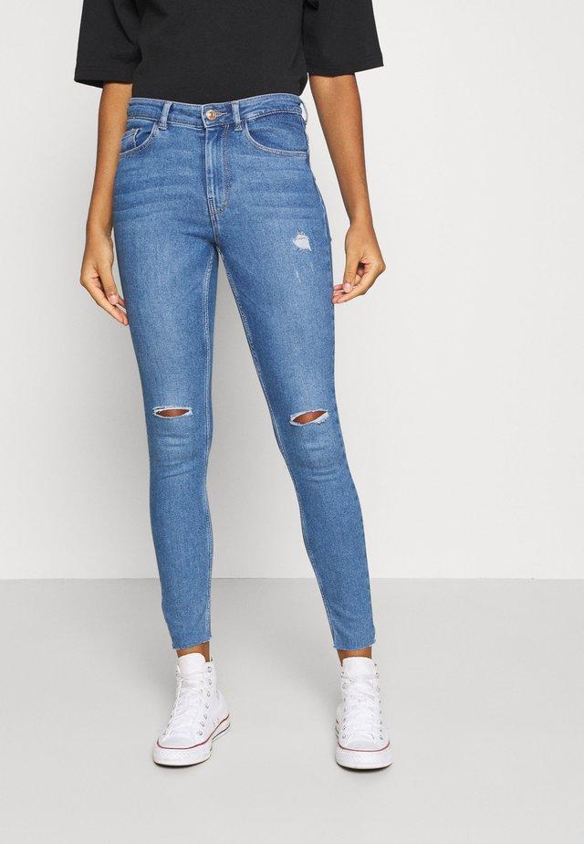 PCMIDFIVE - Skinny džíny - light blue denim