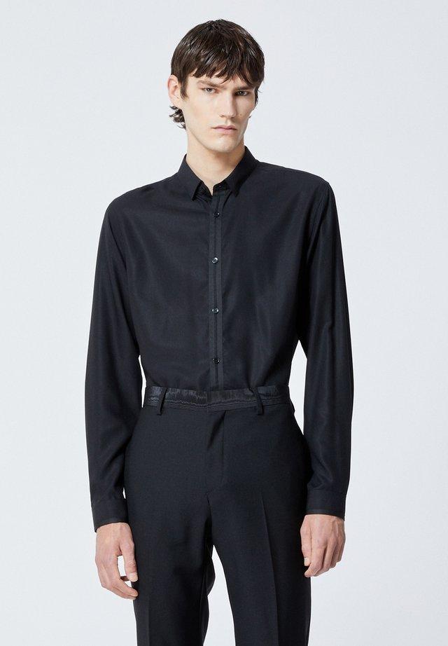 SLIM À COL CLASSIQUE - Koszula biznesowa - black