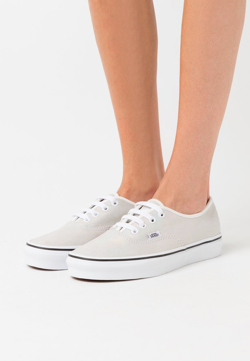 Vans - AUTHENTIC - Trainers - metallic/blanc de blanc