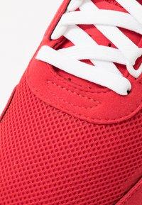 adidas Originals - RETROSET - Sneakers - scarlet/footwear white/core black - 5