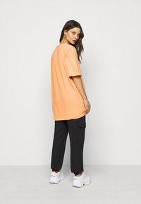 Missguided Petite - WASHED OVERSIZE TEE - T-shirts - orange - 2