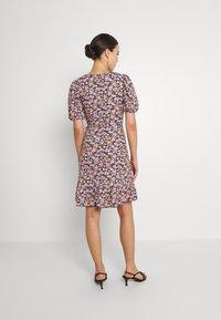 Gina Tricot - MAYA DRESS - Sukienka z dżerseju - pink ditsy - 2