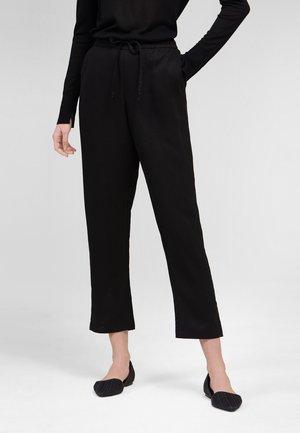 MIT SEITENTASCHEN - Trousers - schwarz