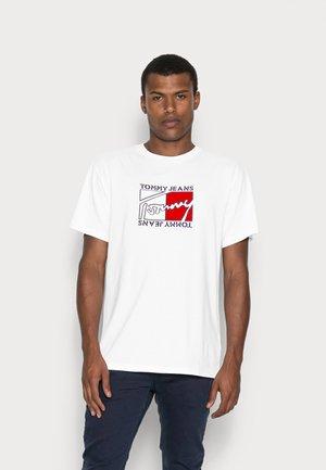 FLAG SCRIPT TEE - T-shirt med print - classic white