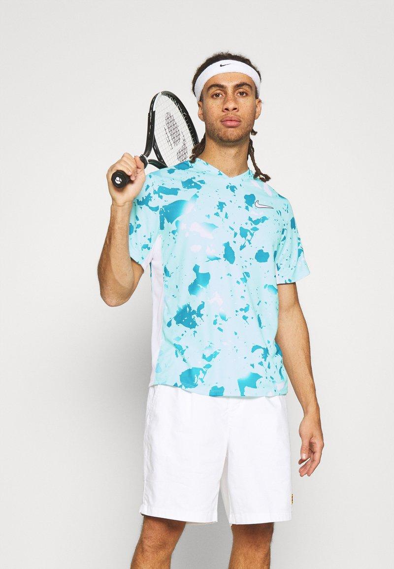 Nike Performance - DRY VICTORY  - Camiseta estampada - copa/white