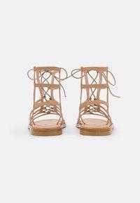 Stuart Weitzman - KORA LACE UP - Sandalen met enkelbandjes - tan - 3