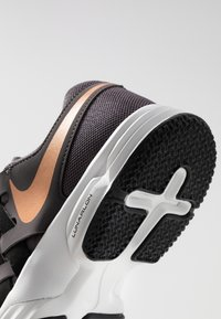 Nike Performance - LUNAR FINGERTRAP TR - Sports shoes - thunder grey/metallic copper/black/platinum tint - 5