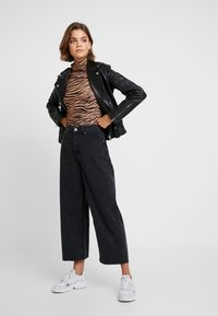 Cotton On - HIGH RISE WIDE LEG - Flared Jeans - vintage black - 1