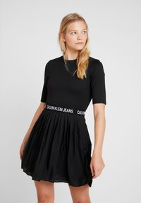 Calvin Klein Jeans - PLEATED DRESS - Jerseyklänning - black - 0