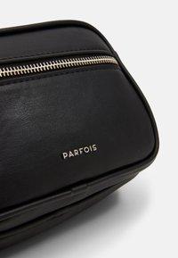 PARFOIS - CROSSBODY BAG BUBBLE - Skuldertasker - black - 4