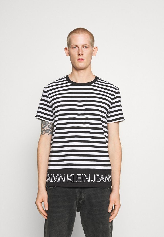 OUTLINE LOGO STRIPED TEE - T-shirt con stampa - black