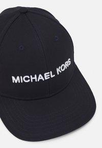 Michael Kors - CLASSIC LOGO UNISEX - Kšiltovka - dark midnight - 3