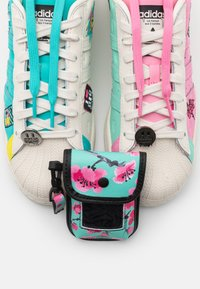 adidas Originals - ARIZONA VOL II UNISEX - Matalavartiset tennarit - chalk white - 5