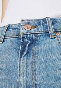 New Look - WAIST ENHANCE MOM BRENDEN - Relaxed fit jeans - light blue - 4