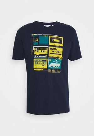 THE LOST TAPES TEE - Printtipaita - marine