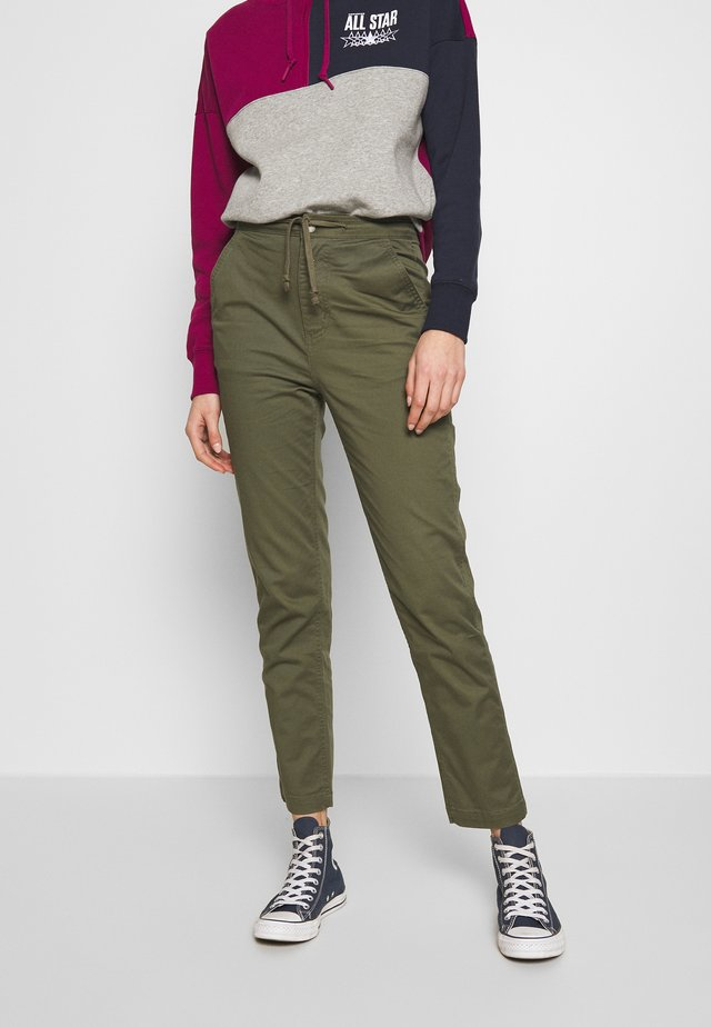 WOVEN HIGH WAIST PULL ON PANT - Trousers - field surplus