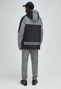 PULL&BEAR - Light jacket - dark grey - 2