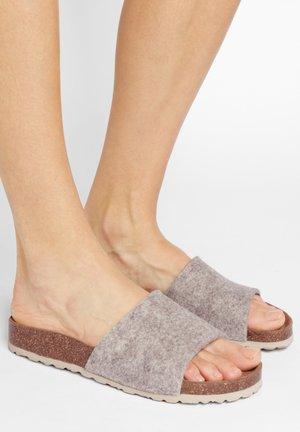 BONNIE - Sandály do bazénu - beige