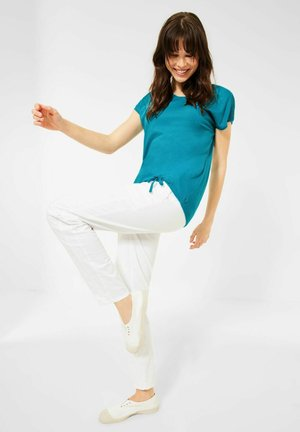 MIT SMOK-DETAILS - Basic T-shirt - blau