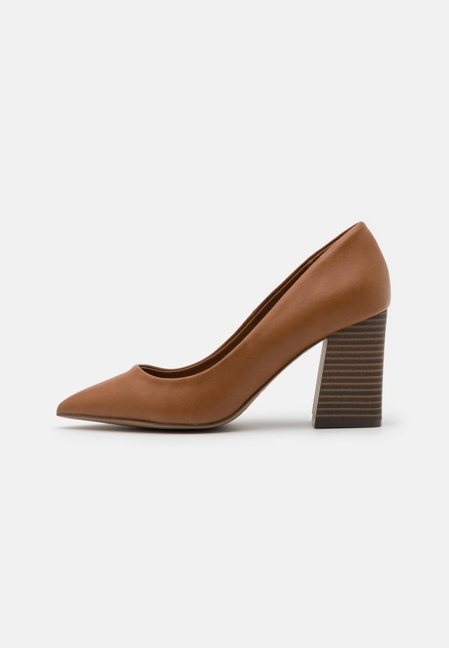 VICKKI - Pumps - cognac
