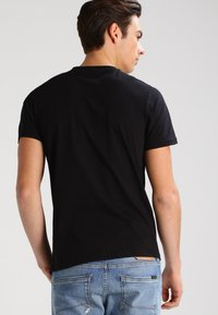 Lee - 2 PACK - T-shirt - bas - black - 3
