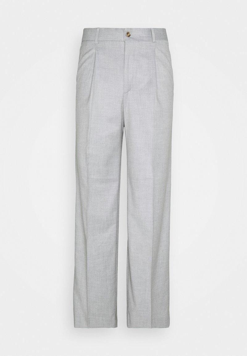 Han Kjøbenhavn - BOXY SUIT PANTS - Spodnie materiałowe - off white