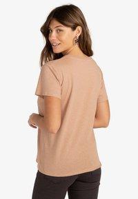 Billabong - ISLAND DAYS  - Print T-shirt - warm sand - 1