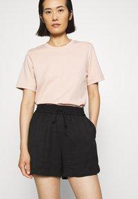 ARKET - SHORT - Shorts - black dark - 3